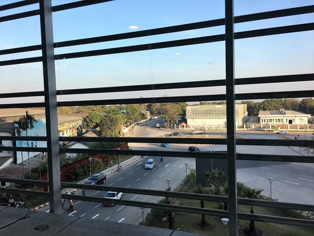 ヤンゴン国際空港 綺麗です (1)