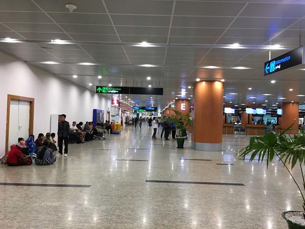 ヤンゴン国際空港 綺麗です (2)