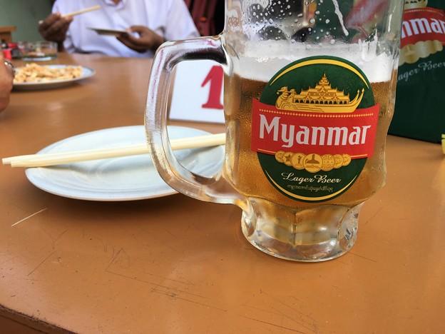 YUMA 明るい内からビール三昧 店の小姐が日本語で(笑) (1)