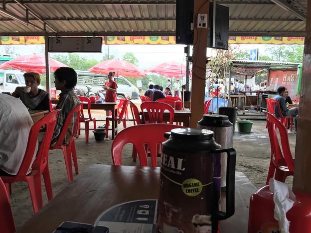 イーストダゴンのカフェと小姐 (1)