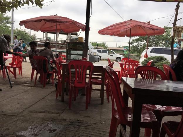 イーストダゴンのカフェと小姐 (2)