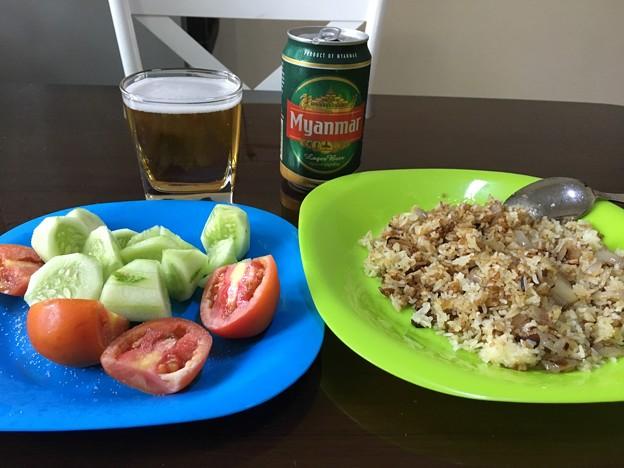自炊のガーリックライスとサラダ (4)