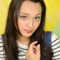 写真: モニカ瑠那背景紙メイク
