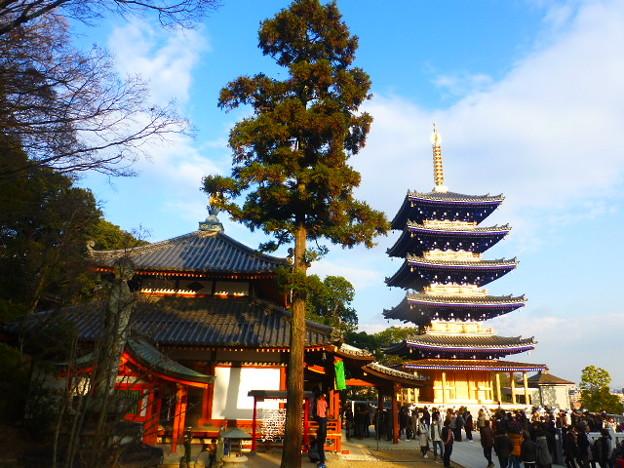 中山寺 大師堂と五重塔
