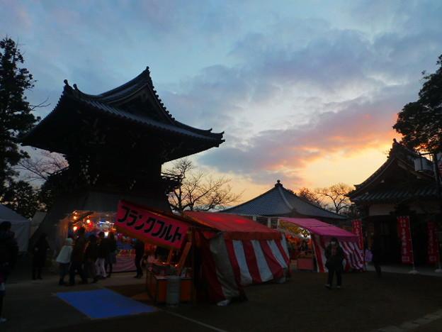 中山寺 鐘楼と夕暮れ