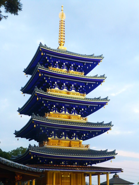 再建されたばかりの中山寺 五重塔