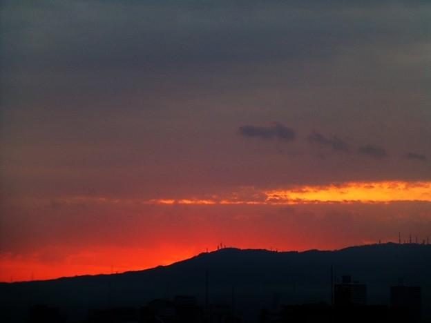 雲の多い朝焼け