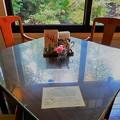 写真: ジョンレノン夫妻の座ったテーブル