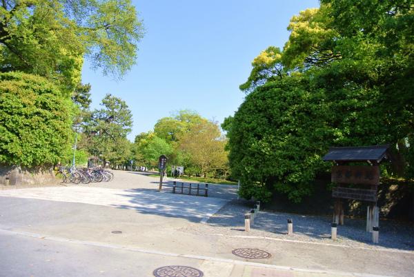京都御所前を通過
