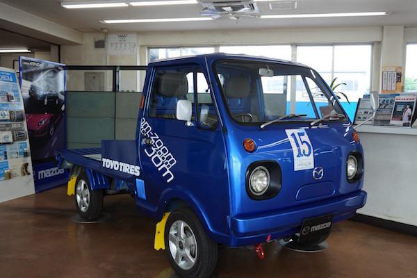 ディーラーに展示された電気自動車