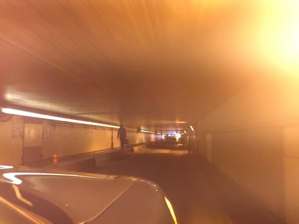 トンネルの天井は予想以上に低い
