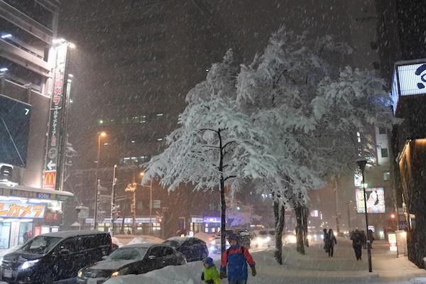 札幌市内でも激しく雪が降りつづく