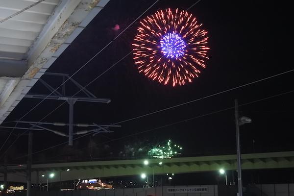 函館到着時に花火が出迎えてくれた
