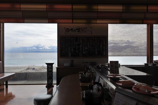 美味しいお寿司と一緒に津軽海峡と下北半島の景色も楽しめる
