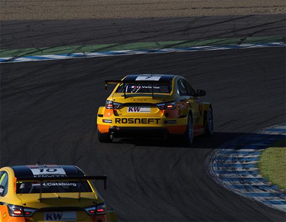 ラーダ・スポーツ・ロスネフト  (LADA Sport Rosneft) ラーダ・ベスタ(LADA Vesta) WTCC もてぎ1コーナー