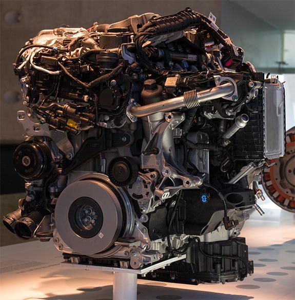 メルセデス・ベンツ E220d 4気筒ディーゼル・エンジン「OM 654」
