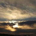 Photos: 厚い雲に阻められて輝く朝陽!