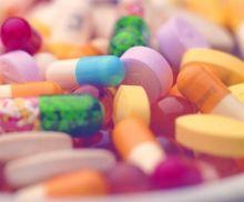 Photos: 弾く前は薬を飲めません
