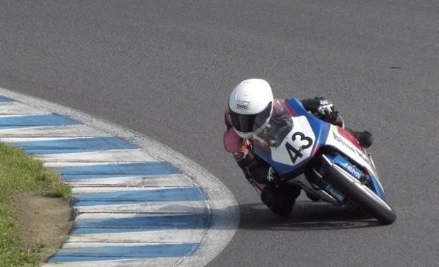 写真: 2014 #43 足立眞衣 NSF250R Hondaブルーヘルメット 全日本ロードレース J-GP3 jrr 37