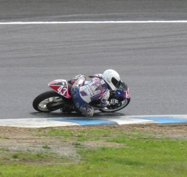 写真: 2014 #43 足立眞衣 NSF250R Hondaブルーヘルメット 全日本ロードレース J-GP3 jrr 91