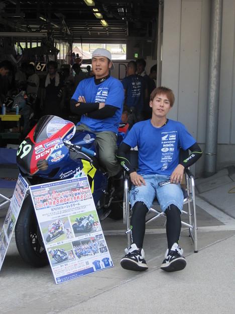 写真: 2014 鈴鹿8耐 B'WISE レーシングチーム 櫻井賢一 中村豊  澤村俊紀 HONDA CBR1000RR 38