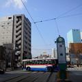 写真: 【11477号】バスと路面電車 空 平成290322 747 0000Z 102
